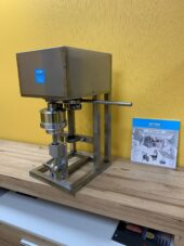 Poolautomaatne laua mudel
